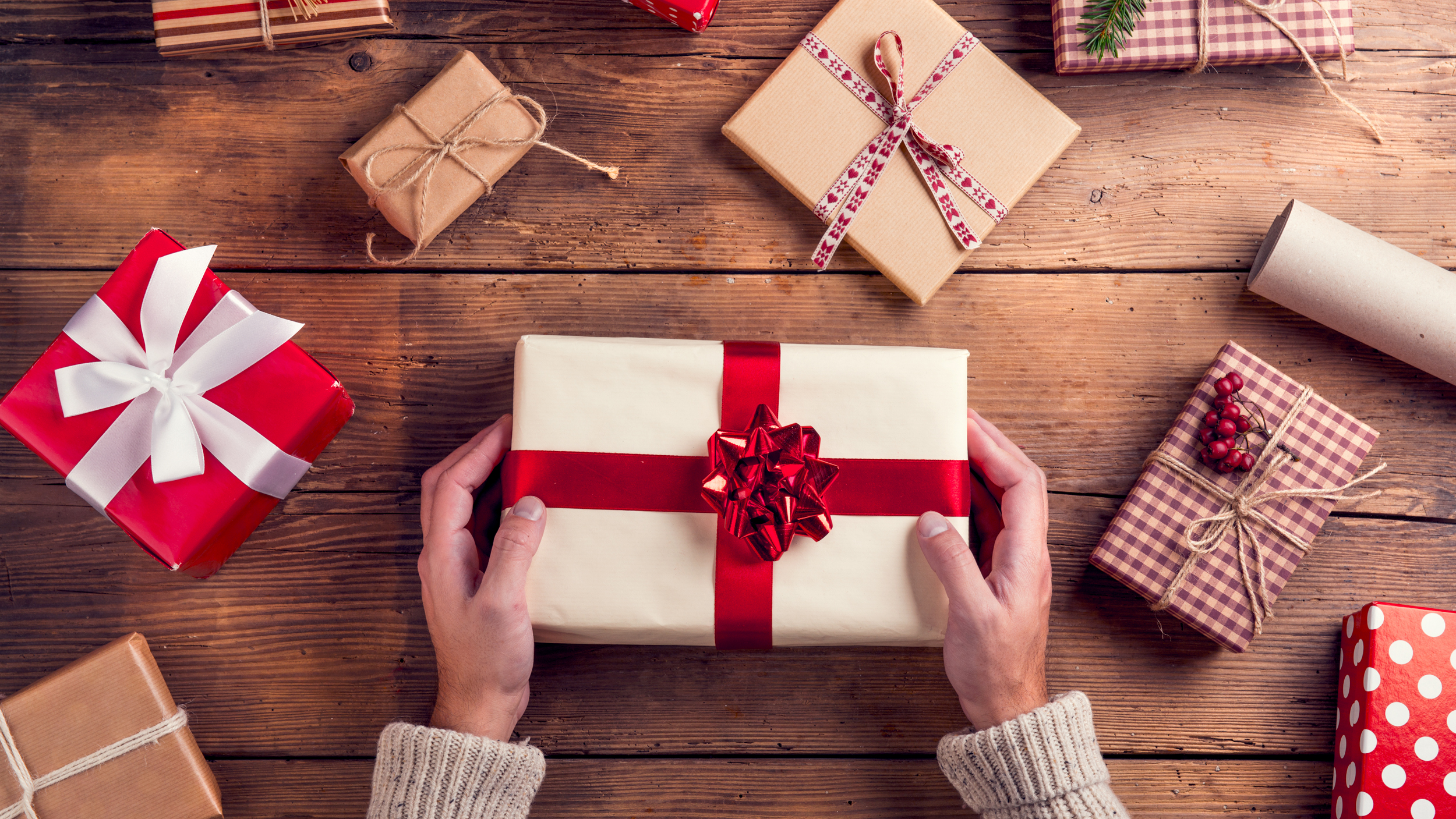 Share Memorable New Year Gifts With Your Friends